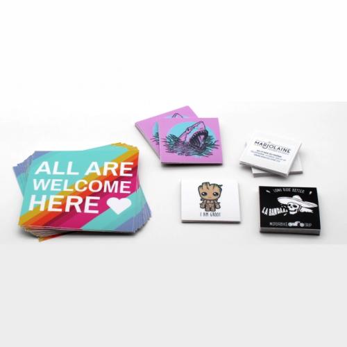 Pegatinas y etiquetas personalizadas, personaliza tus productos y mejora tu branding.